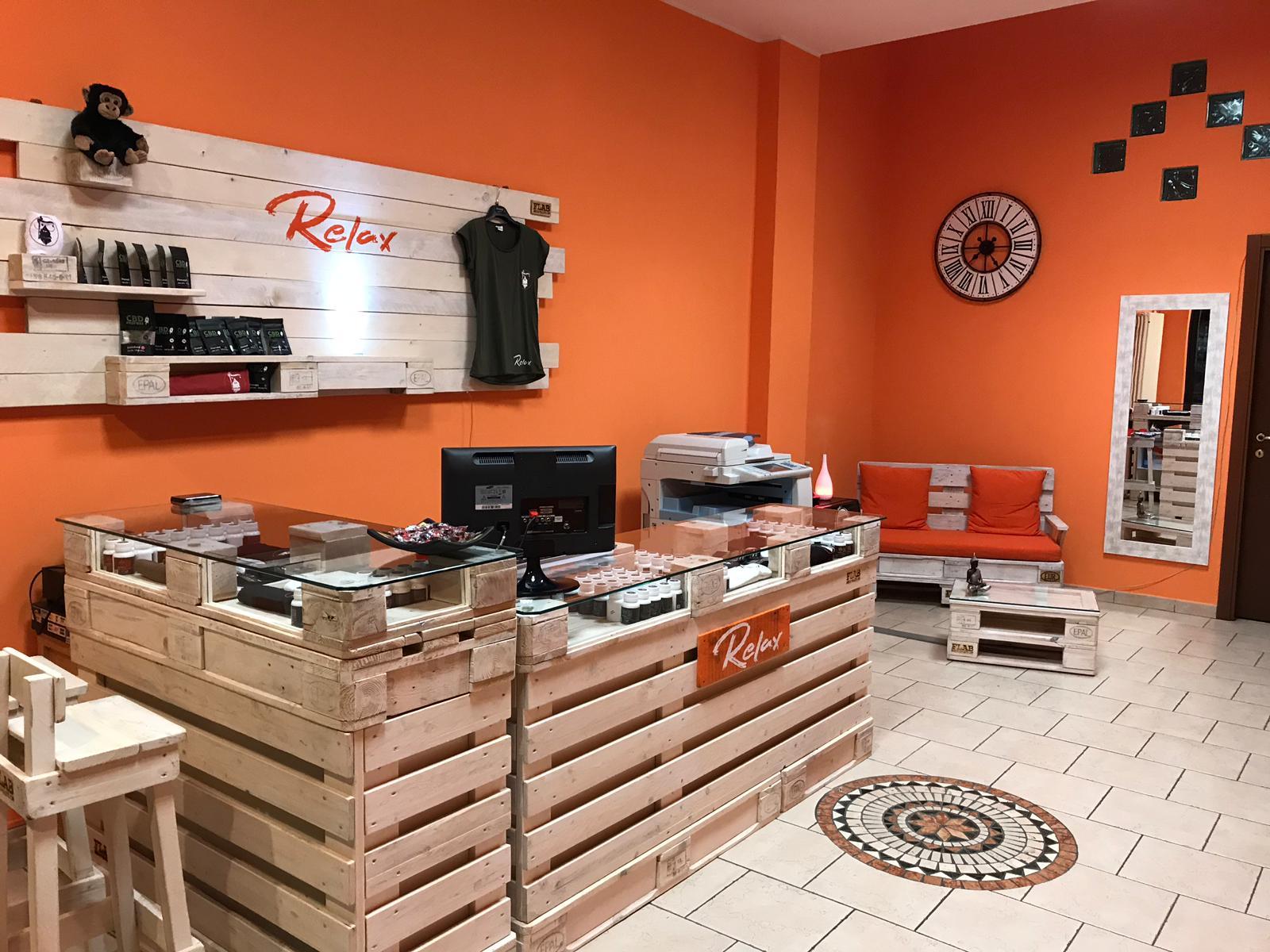 Bar Arredati Con Pallet arredamento in pallet per negozi e uffici | flab arredo pallet