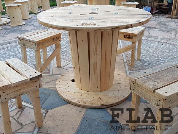 Costruire Un Tavolo Da Giardino In Legno.Costruire Tavoli E Sedie Con Bancali