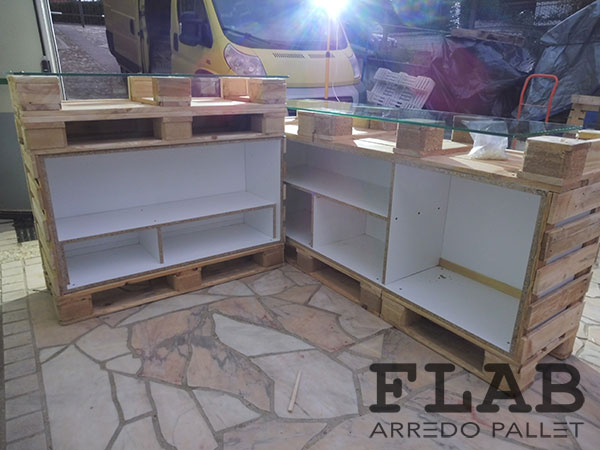 Produzione bancone in pallet interno flab arredo pallet for Planimetrie con prezzo da costruire