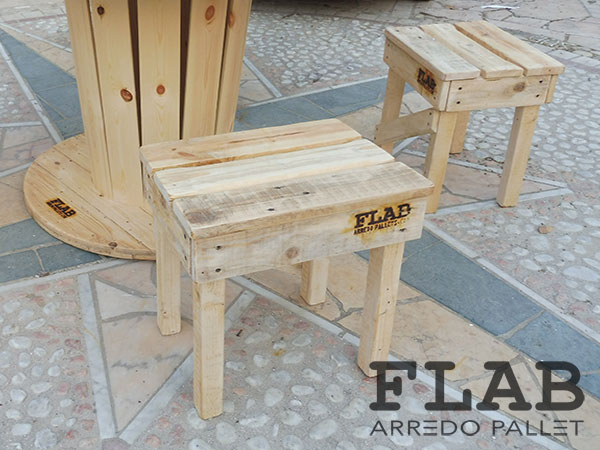 Sgabello Con Pallet : Mobili tavoli sedie in pallet flab arredo pallet arredamento