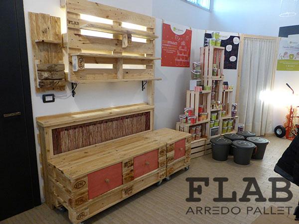 Arredamento in pallet per negozi e uffici flab arredo pallet for Negozi arredamento rimini